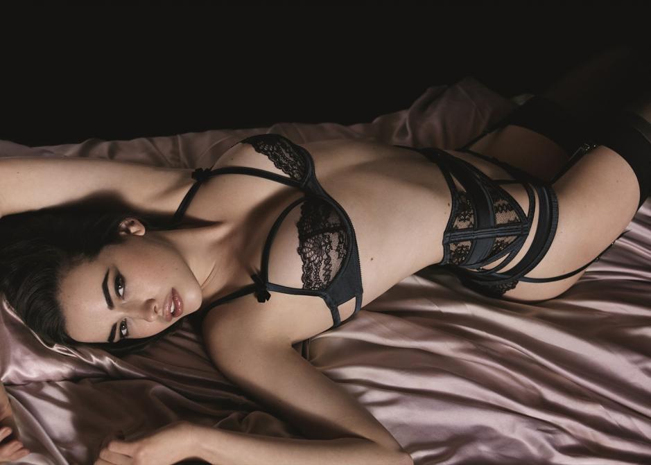Сексуальное бельё с маской