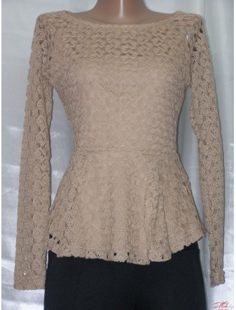 Кружевная блуза с баской