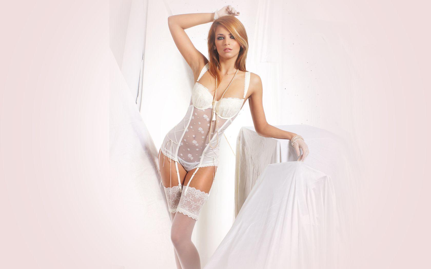 eroticheskie-foto-devushek-v-svadebnom-plate-porno-retro